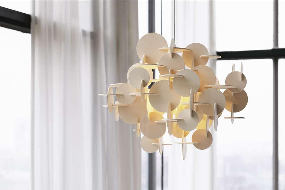 Hanglamp gemaakt van hout
